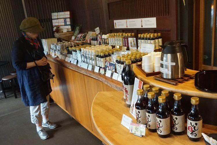 Aneka produk kecap di Ono Yamato