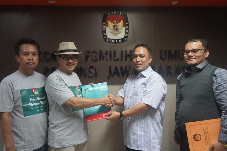 DPW Partai Kebangkitan Bangsa (PKB)  Jawa Barat menyerahkan Laporan Harta Kekayaan Penyelenggara Negara (LHKPN)  12 calon anggota legislatif terpilih periode 2019-2024 Provinsi Jawa Barat, ke Komisi Pemilihan Umum (KPU) Jawa Barat, Rabu (29/5/2019).