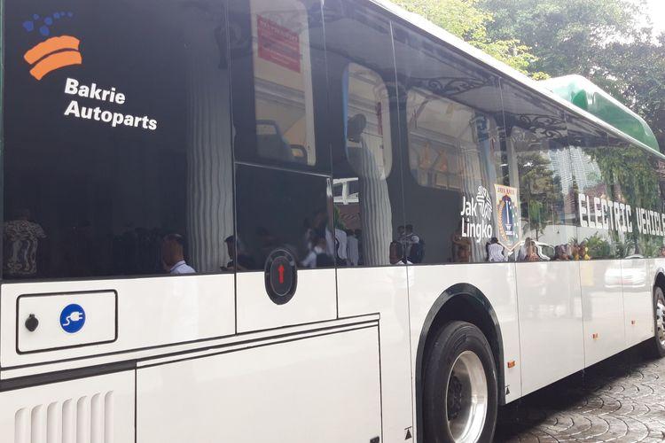 Bus listrik transjakarta di Balai Kota, Jakarta Pusat, Senin (29/4/2019)