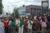 Massa Pendukung 02 Unjuk Rasa di Depan Kantor Bawaslu Sumatera Utara