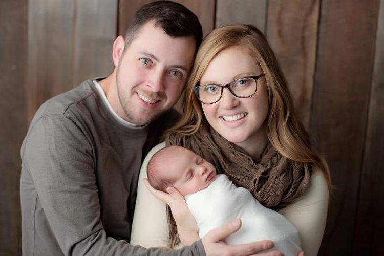Tina dan Benjamin Gibson mengadopsi embrio Emma yang telah dibekukan selama 24 tahun