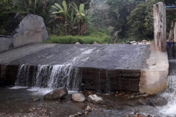 Debit air di PDAM tirta mangkaluku palopo turun hingga 80 persen, warga terancam krisis air bersih, jumat (12/10/2018)