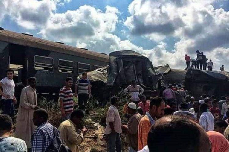 Dua kereta api bertabrakan di Mesir sehingga sedikitnya 25 orang tewas dan puluhan orang terluka dalam kecelakaan pada Jumat (11/8/2017).