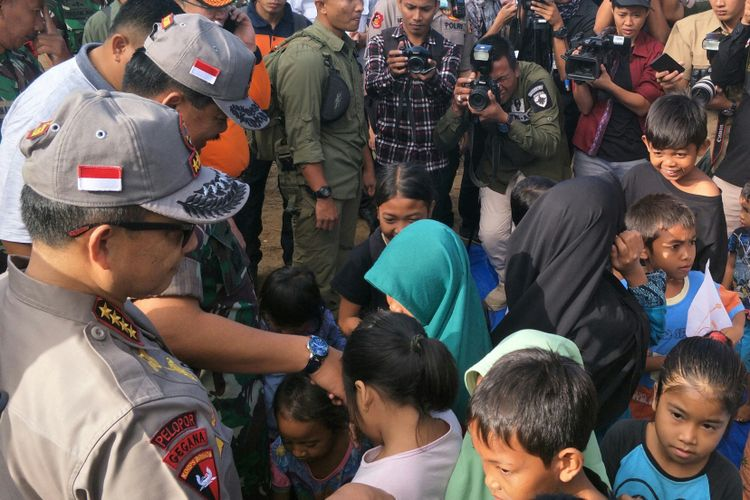National police general-general Tito Karnavian and TNI commander marshal Hadi Tjahjanto came directly to the village in West Lombok on Friday (08/24/2018).