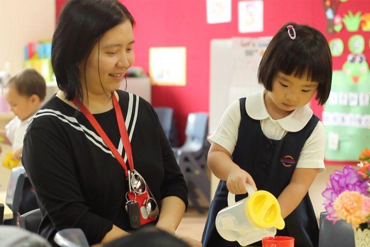 tenaga pendidik atau guru adalah ujung tombak yang menentukan anak akan belajar dan bermain dengan menyenangkan atau tidak.