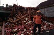 Hujan Disertai Angin Kencang, 2 Rumah di Ponorogo Roboh Tertimpa Pohon Ambruk