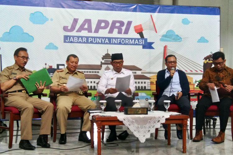 Ketua KPU Jabar Rifqi Alimubarok saat menjadi narasumber tentang kesiapan Pemilu 2019 pada acara Jabar punya informasi (Japri) di Gedung Sate, Jalan Diponegoro, Selasa (16/4/2019).