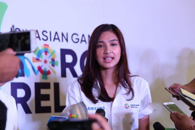Mikha Tambayong saat diwawancarai usai jumpa pers Samsung Galaxy Team Asian Games di Hotel Atlet Century, Jakarta Pusat, Rabu (11/7/2018).