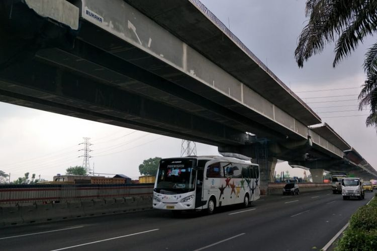 Jalan tol layang Jakarta-Cikampek II (elevated) yang konstruksinya sudah mencapai 81 persen, Selasa (7/5/2019).