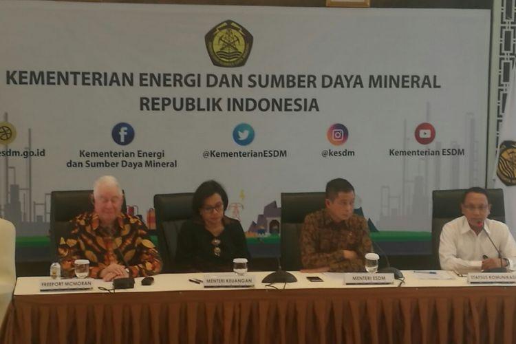 Konferensi pers Menteri ESDM bersama Menteri Keuangan, dan CEO Freeport terkait progres perundingan dengan PT Freeport Indonesia di Kantor Kementerian ESDM, Jakarta, Selasa (29/8/2017)