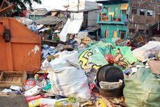 Sampah Plastik hingga Sisa Makanan Menumpuk di Pinggir Jalan Johar Baru