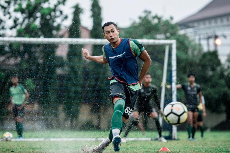 Bek Persebaya Surabaya, Hansamu Yama Pranata.
