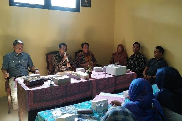 Wakil Bupati Batang Jawa Tengah memberikan sambutan kepada calon pelaku usaha yang akan berjualan di rest area tol trans jawa.