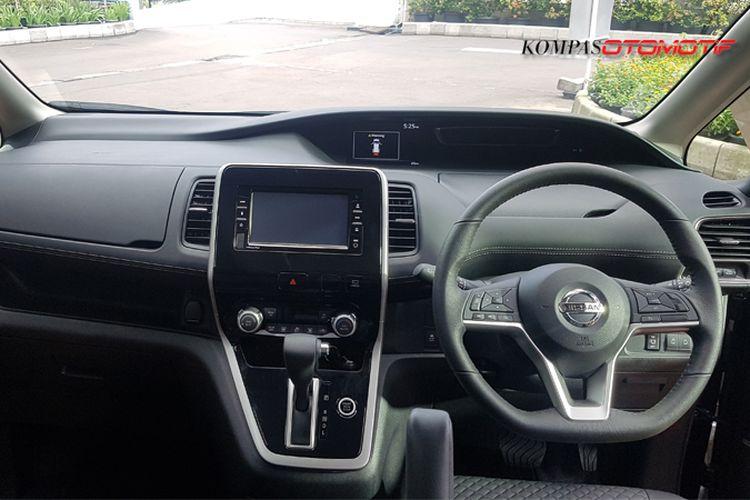 Interior Nissan Serena baru