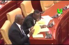 Anggota Parlemen Ghana Tertawa karena Mendengar Nama Desa Ini