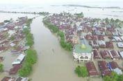 Banjir 3 Meter Rendam Puluhan Desa di Wajo, Warga Mengungsi di Atap