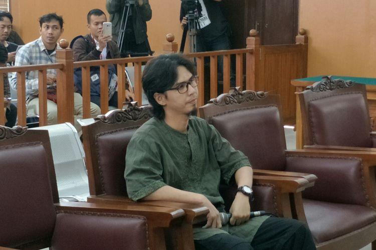 Adi Jihadi saat bersaksi dalam sidang kasus peledakan bom di Jalan MH Thamrin dengan terdakwa Aman Abdurrahman yang digelar di Pengadilan Negeri Jakarta Selatan, Selasa (13/3/2018).