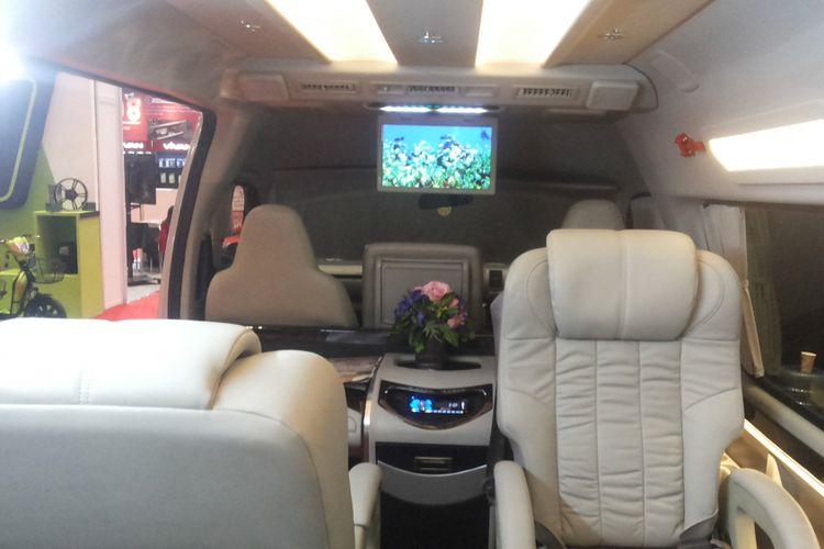 Ubahan kabin Toyota Hi Ace hasil kreasi Baze Luxury Bus Specialist yang dipamerkan di IIMS 2018, Kamis (26/4/2018).