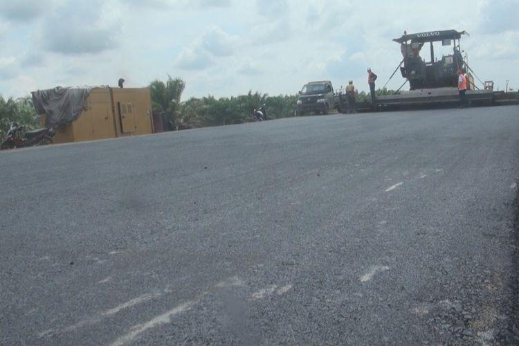 Jalan Tol Palembang-Indralaya yang ditarget selesai 10 hari jelang hari raya idul fitri tahun ini sudah memasuki tahap pengaspalan di sektor 2. Menurut Pimpinan Proyek Pembangunan Jalan Tol Palindra Hasan Turcahyo sisa yang belum diaspal tinggal 1,5 kilometer