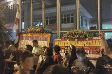 Karangan Bunga untuk Ahok Berdatangan ke Rutan Cipinang