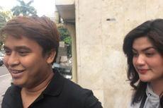 Hilda Vitria dan Billy Syahputra Kunjungi Polda Metro Jaya Saat Kriss Hatta BAP