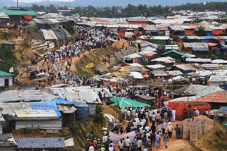 Warga Rohingya saat melakukan aksi protes memperingati satu tahun serangan militer Myanmar di Rakhine yang membuat mereka mengungsi ke Bangladesh, 25 Agustus 2018.