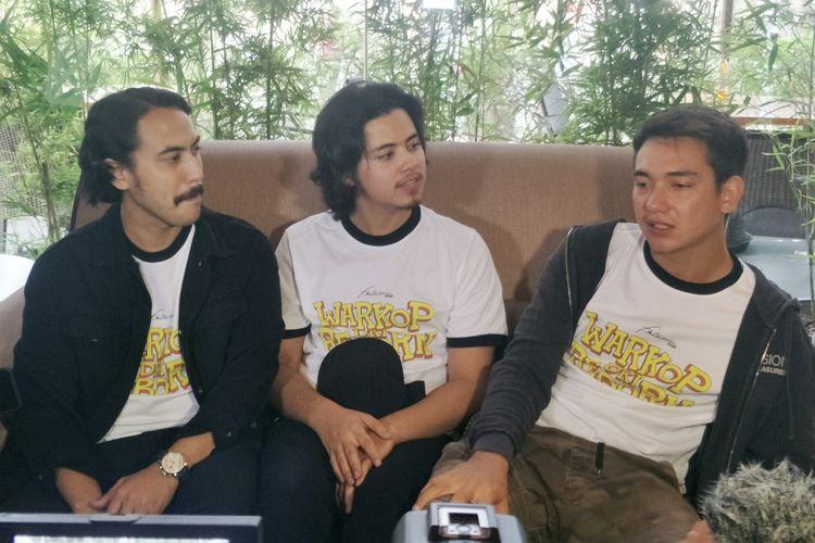 Aliando, Adipati Dolken dan Randy Nidji Sebagai Dono, Kasino, Indro dalam peluncuran trailer film Warkop DKI Reborn di XXI Epicentrum, Jakarta Selatan, Rabu (14/8/2019).