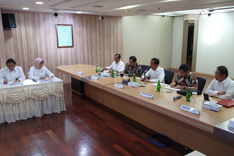 Presiden Jokowi saat mendatangi kantor PLN terkait pemadaman listrik di Jabodetabek, Senin (5/8/2019).