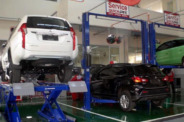 Suasana bengkel resmi Mitsubishi.