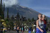 Gunung Agung Erupsi, Wisatawan Tetap Berkunjung ke Pura Besakih