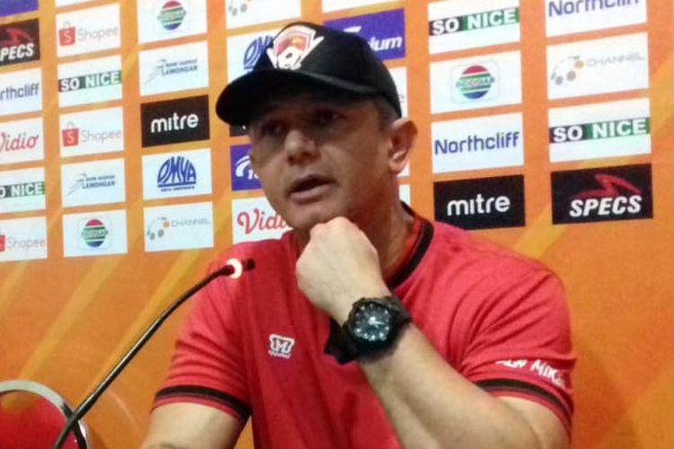 Pelatih Kalteng Putra, Gomes de Oliviera.