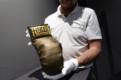 Sarung Tinju Emas Bertanda Tangan Muhammad Ali Gagal Terjual dalam Lelang