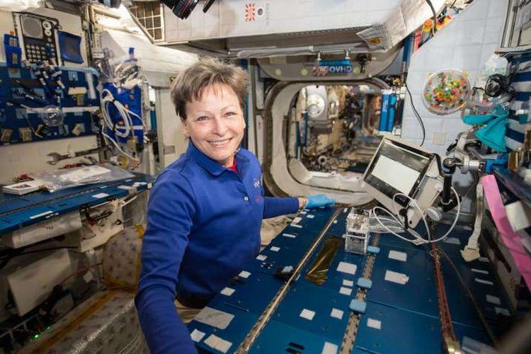 Whitson, Astronot yang melakukan identifikasi mikroorganisme di antariksa