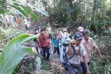 Nasib Warga Situs Warisan Dunia Tembus Hutan Rimba Saat Sakit Parah