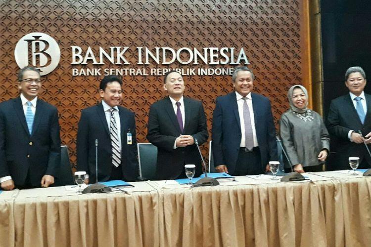 Konferensi pers Rapat Dewan Gubernur Bank Indonesia (BI) di Jakarta, Kamis (15/2/2018).