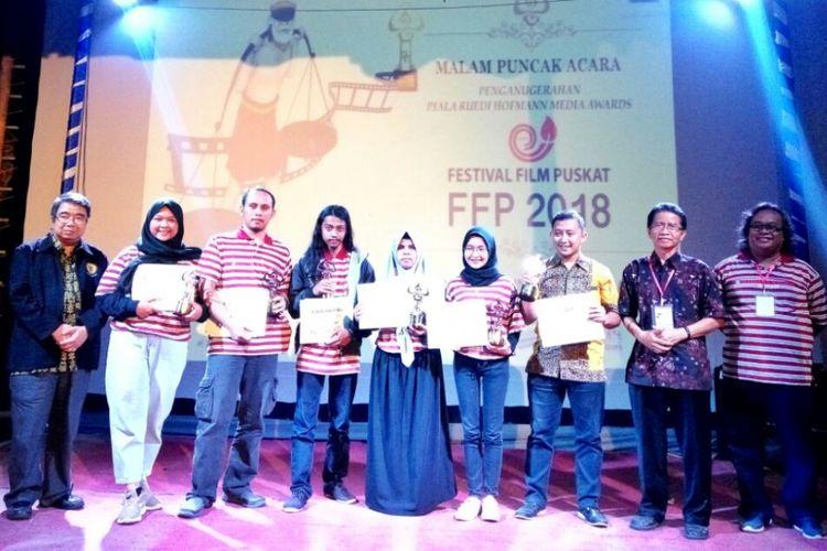 Para pemenang kategori Film Dokumenter dalam Festival Film Puskat (FFP) Ruedi Hofmann Media Awards 2018 diumumkan di Yogyakarta pada Minggu (14/10/2018) malam. Begitu pula para pemenang kategori Film Cerita Pendek.