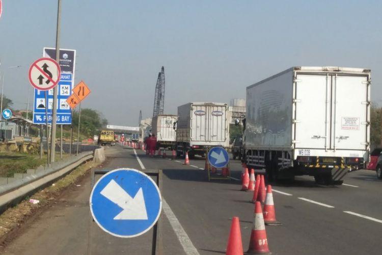 Pengerjaan jalan tol Cikampek arah Jakarta