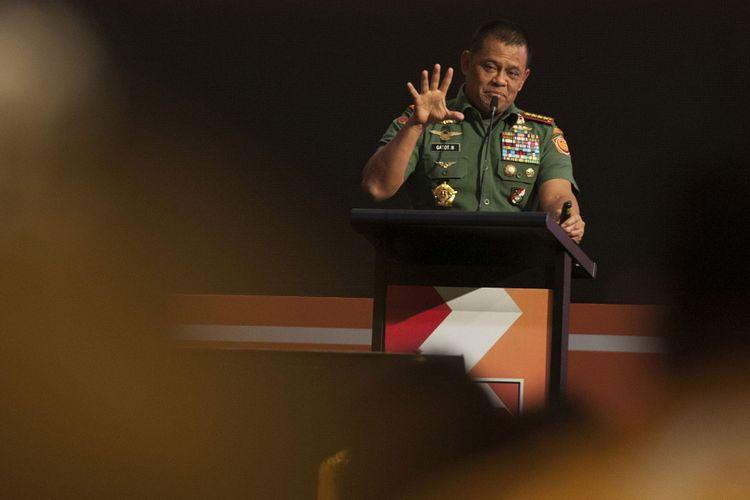 Panglima TNI, Jenderal TNI Gatot Nurmantyo menyampaikan pandangannya dalam Rapat Pimpinan Nasional (Rapimnas) ke-1 Partai Hanura di Kuta, Bali, Jumat (4/8/2017). Dalam Rapimnas tersebut Panglima TNI menyampaikan tentang kondisi Bangsa Indonesia dan tantangan yang kemungkinan dihadapi ke depannya.