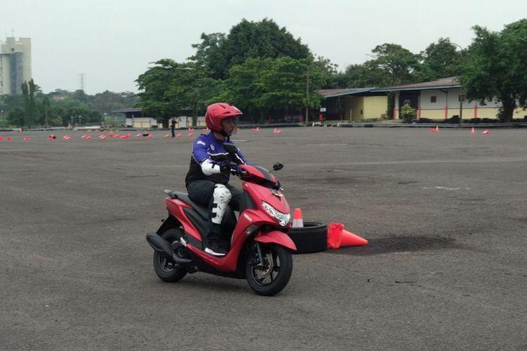 Media mendapatkan kesempatan untuk menjajal R25 dan Freego di Sirkuit Sentul, Bogor