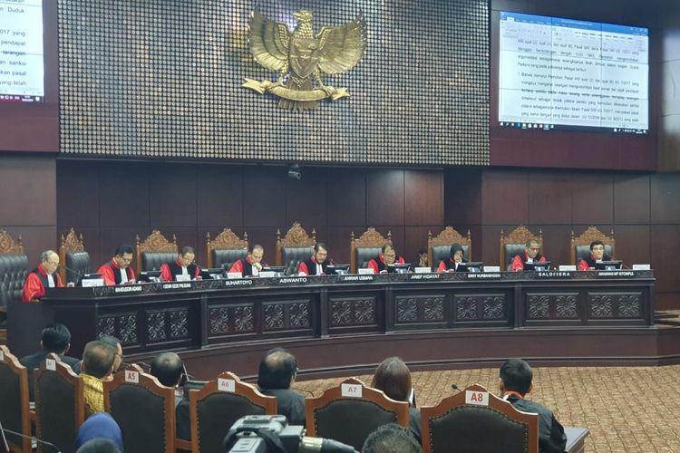 Sidang putusan uji materi terkait aturan publikasi hasil survei dan hitung cepat (quick count) pada Pemilu 2019, Selasa (16/4/2019), di Gedung MK, Jakarta Pusat.