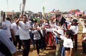 Sandiaga Lari Bawa Replika Obor Asian Games, Warga Teriak Histeris
