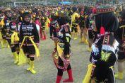 Ribuan Perempuan Berseragam 'Kompeni' Menari Angguk di Alun-alun Wates