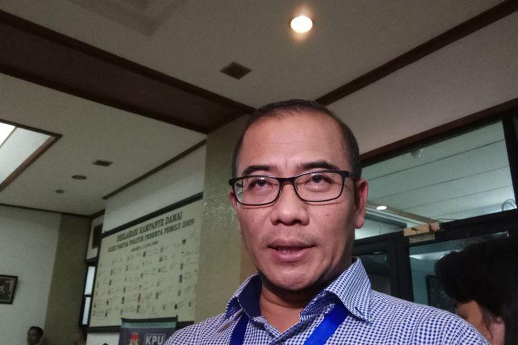 Komisioner Komisi Pemilihan Umum (KPU) RI, Hasyim Asyari di kantor KPU RI, Jakarta, Selasa dinihari (17/10/2017).