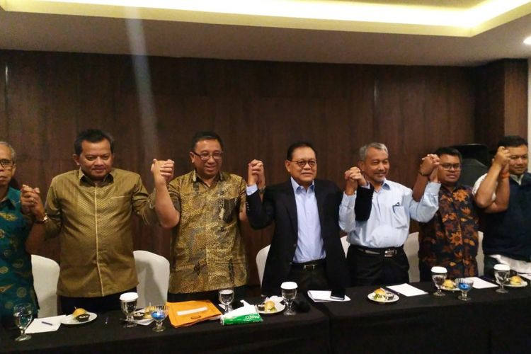 Calon gubernur dan wakil gubernur Jawa Barat nomor urut 3  Sudrajat - Ahmad Syaikhu bersama tim pemenangan Asyik yang dihuni oleh koalisi PKS, Partai Gerindra dan PAN, Senin (9/7/2018).