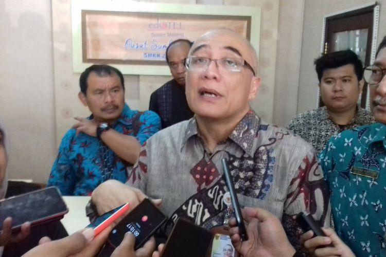 Kepala Badan Kepegawaian Negara (BKN) Bima Haria Wibisana saat meninjau tes CPNS di Kota Malang, Jumat (16/11/2018)(KOMPAS.com/ANDI HARTIK)