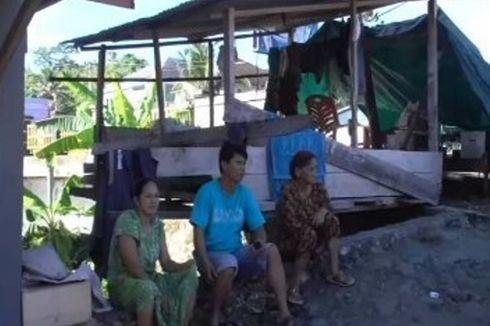 Kehilangan Rumah karena Terseret Arus Sungai, 3 Keluarga Korban Tidur di Emperan Jalan