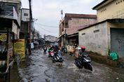 Luapan Air Kali Bangka Sebabkan Jalan Pasar Buncit Terendam Banjir