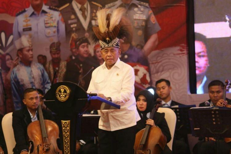 Menteri Pertahanan (Menhan) Ryamizard Ryacudu memberikan sambutan pada acara lomba Parade Cinta Tanah Air (PCTA) tingkat pusat tahun 2018 di Bandung, Jawa Barat, Kamis (20/9/2019).