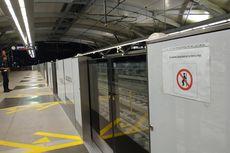 Penumpang MRT Dilarang Bersandar di Tepi Peron, Ini Alasannya...