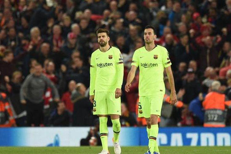 Gerard Pique dan Sergio Busquets setelah pertandingan kontra Liverpool di Stadion Anfield, Rabu (8/5/2019) dini hari WIB